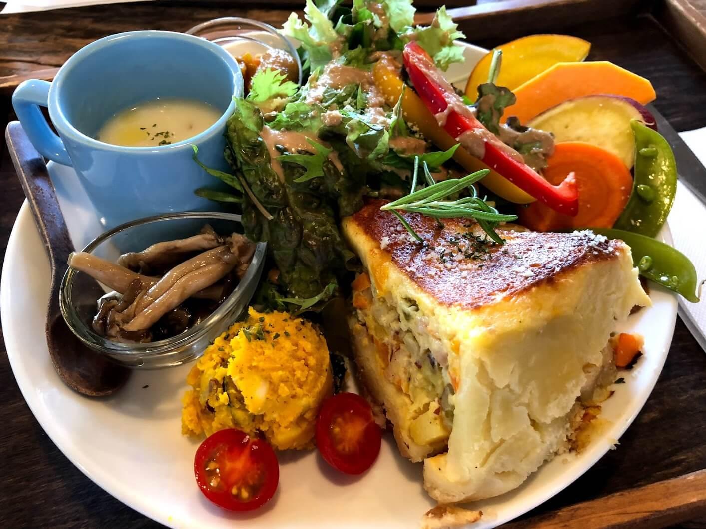 野菜たっぷり自家製キッシュプレート 1,100yen(税別)