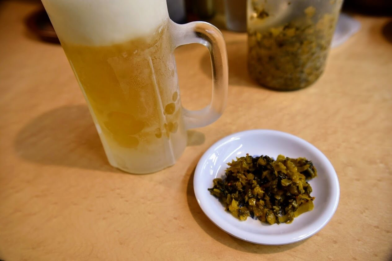 生ビールとピリ辛高菜