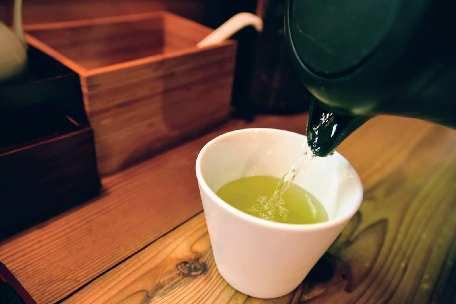 松坂牛麺のよ~く冷えたお茶