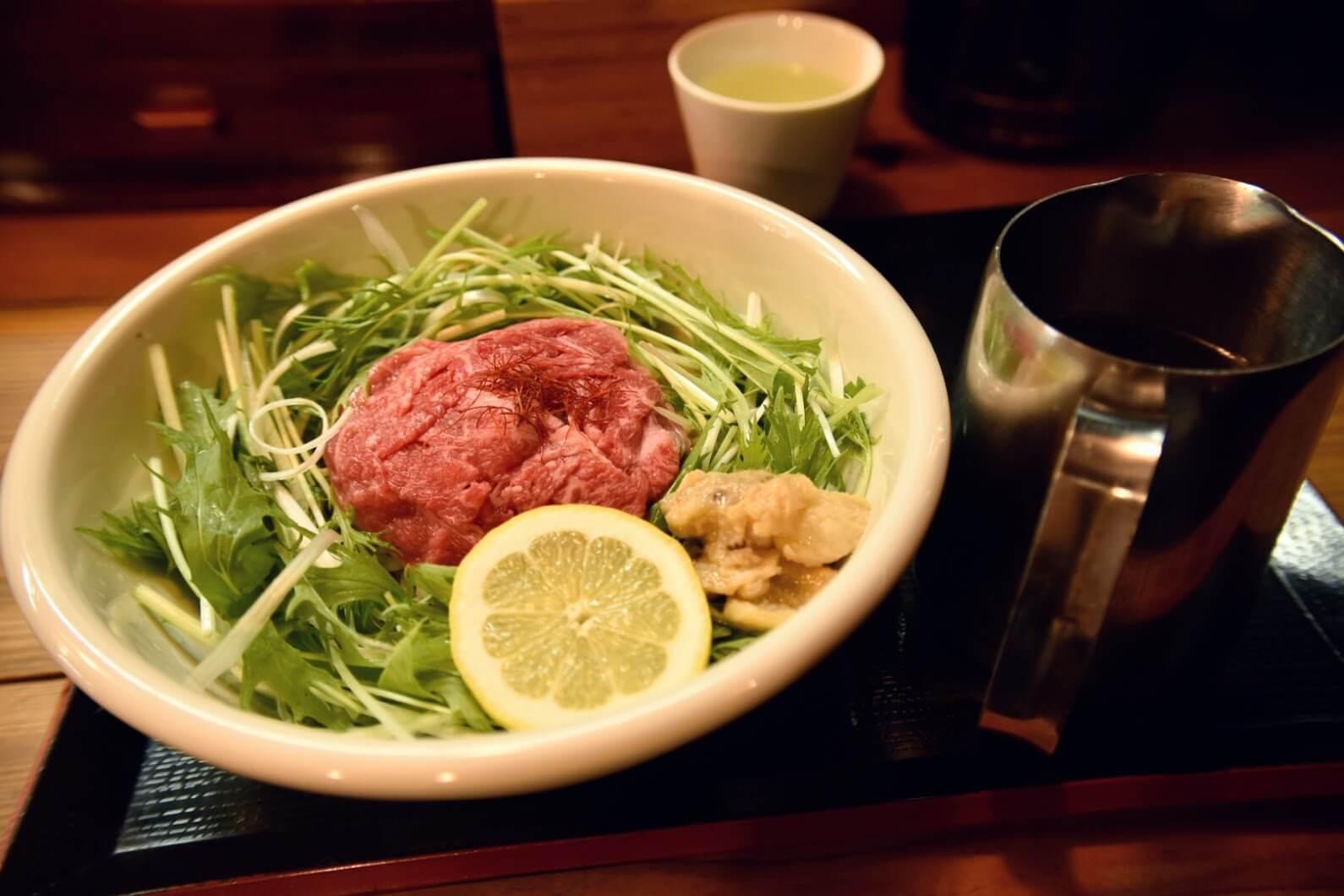 松坂牛麺の美しいコントラスト