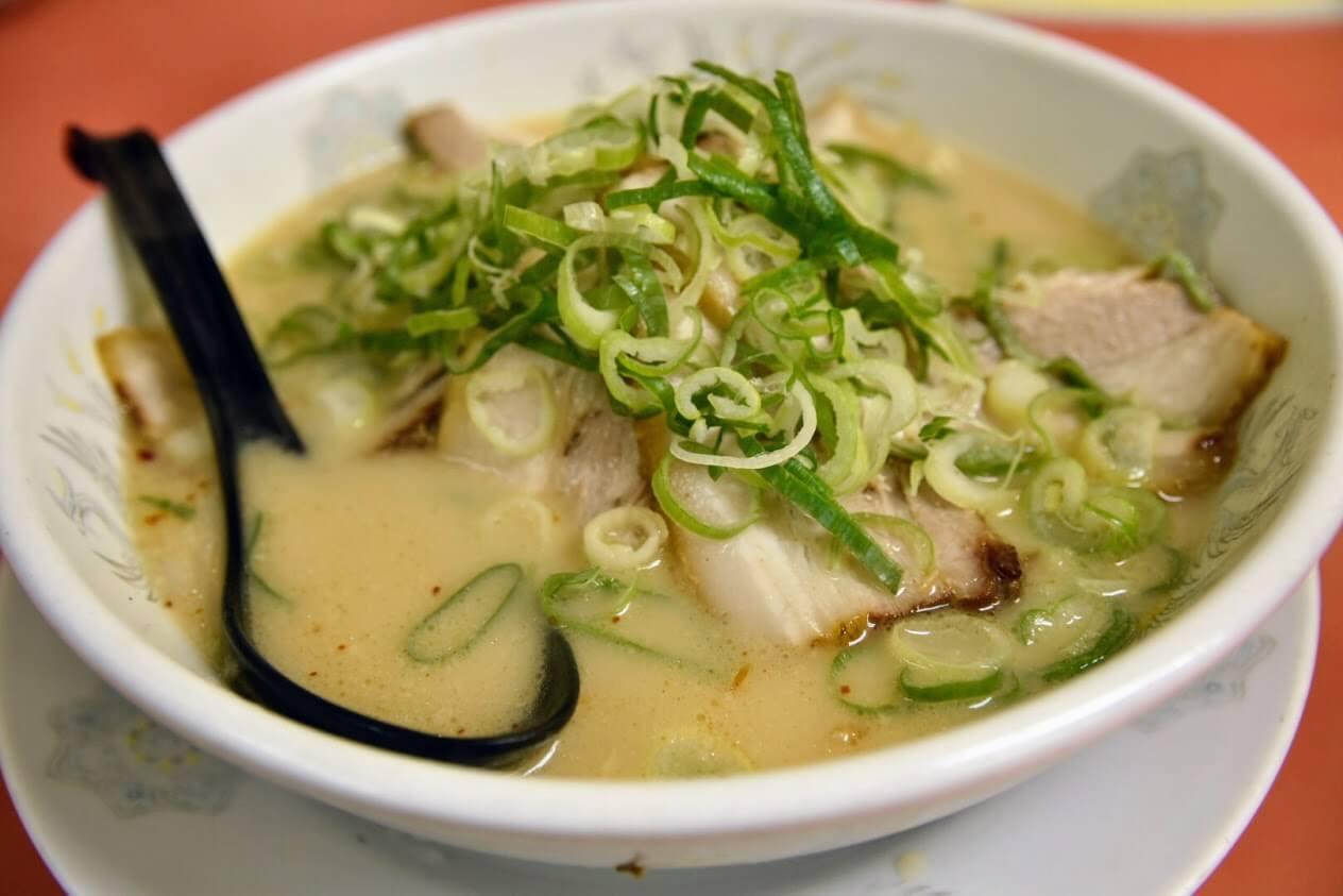 スープはあっさりとした豚骨