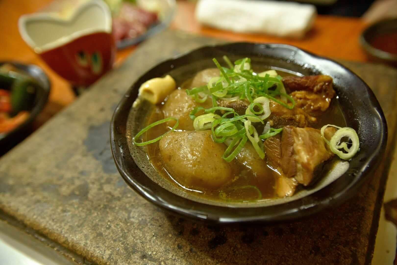 豚と丸コンニャク煮