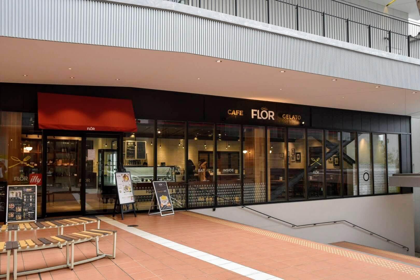 CAFE FLOR GELATOの店前