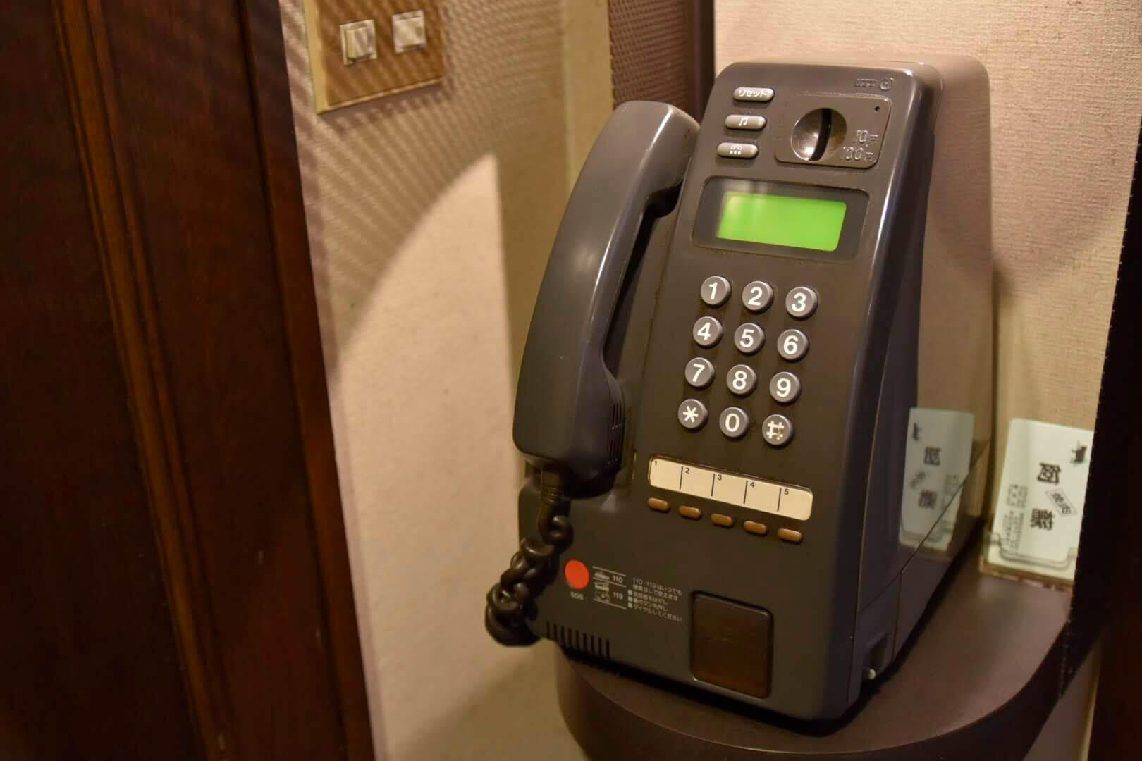 焼肉阿蘇にあるレトロな電話