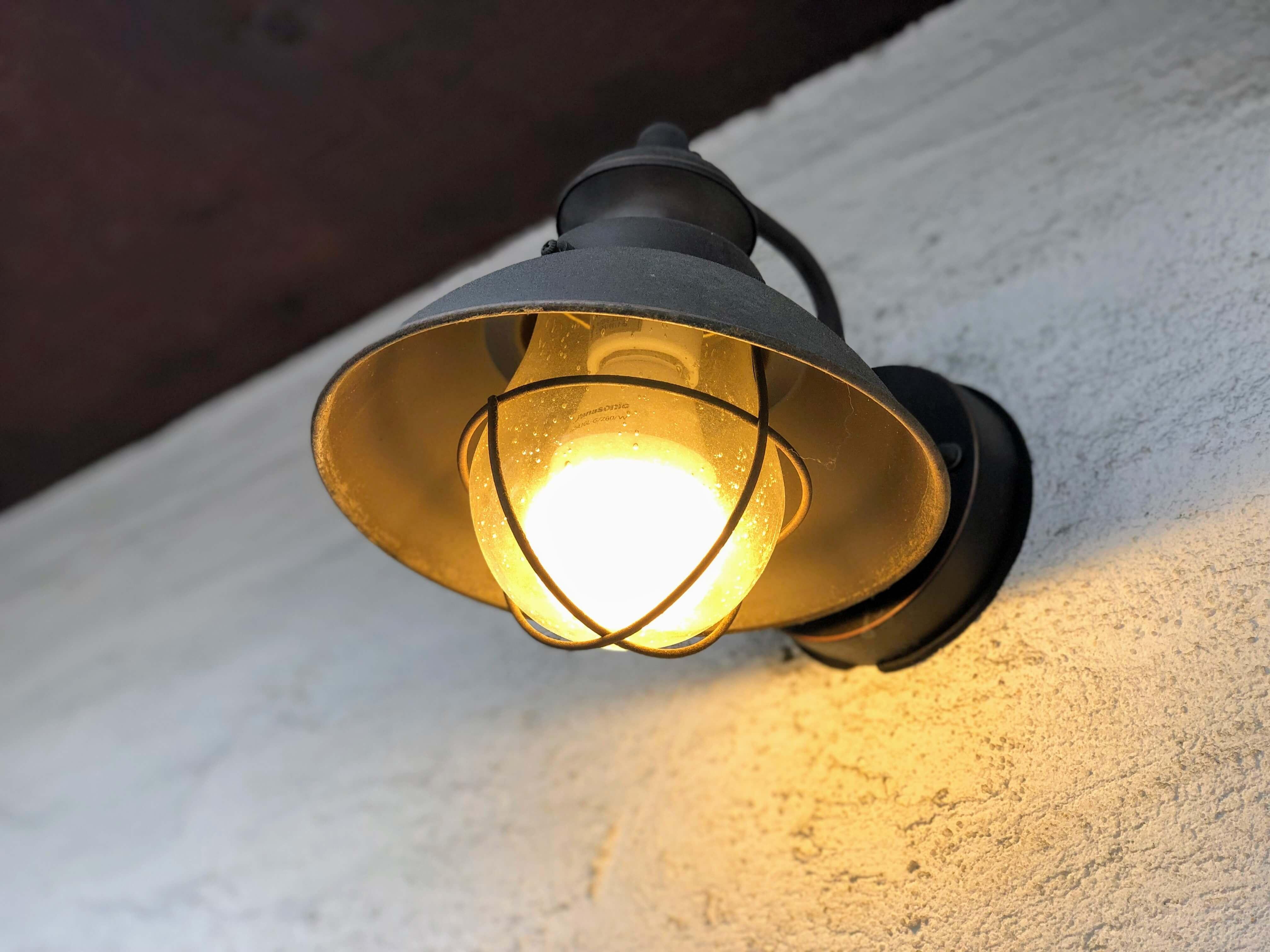 小さな焼き菓子屋(吹田)の店頭ランプ