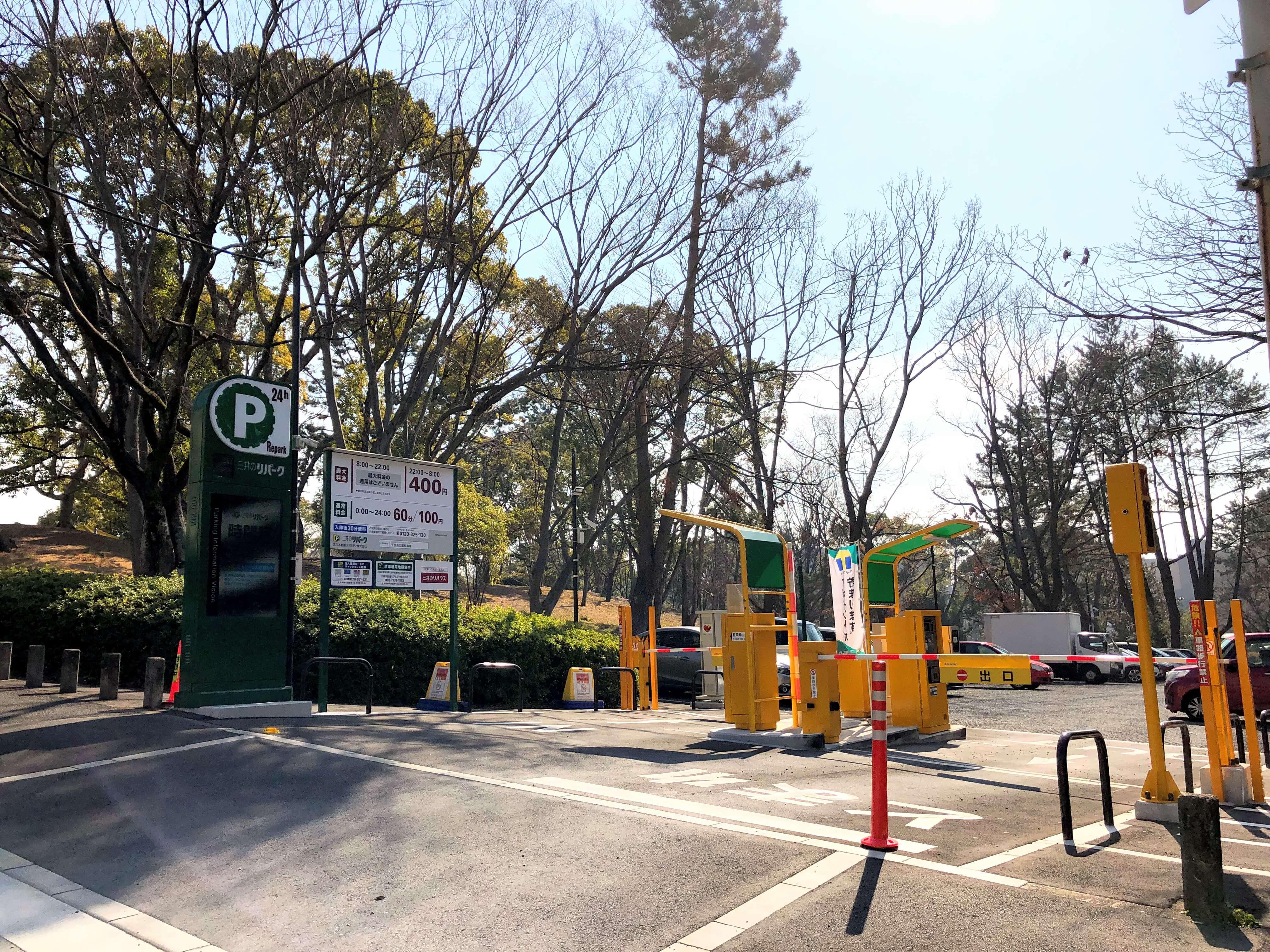 バードツリーの駐車場