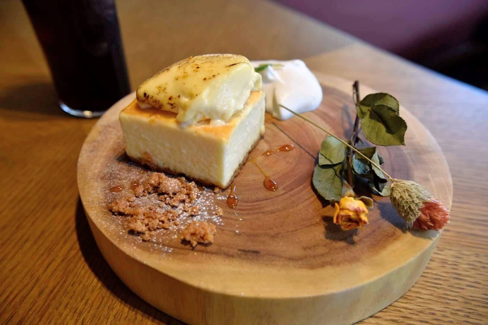 ブリュレをのせたベイクドチーズケーキ(680円)