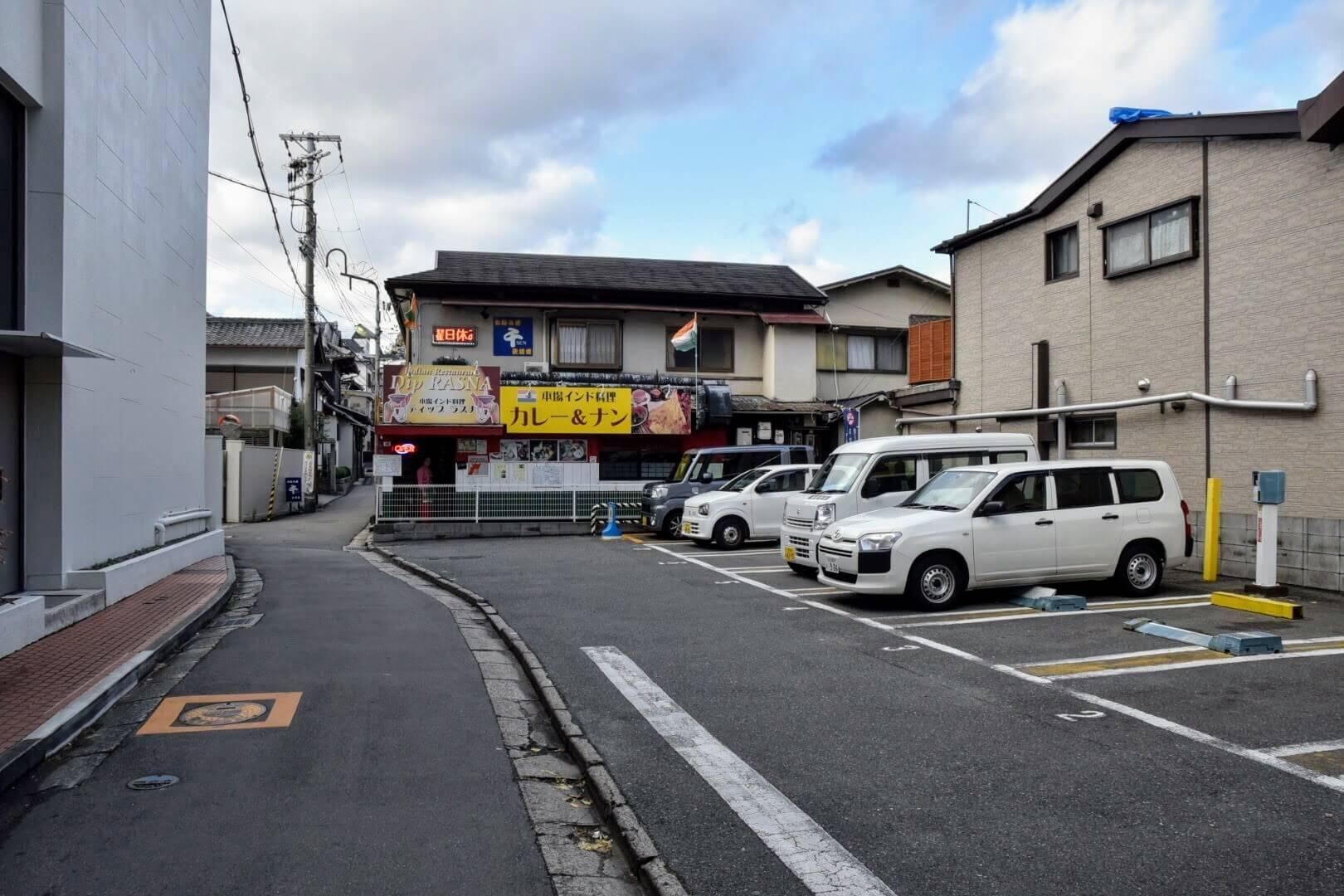 『ディップ ラスナ 吹田店』はJR吹田駅のすぐ近く