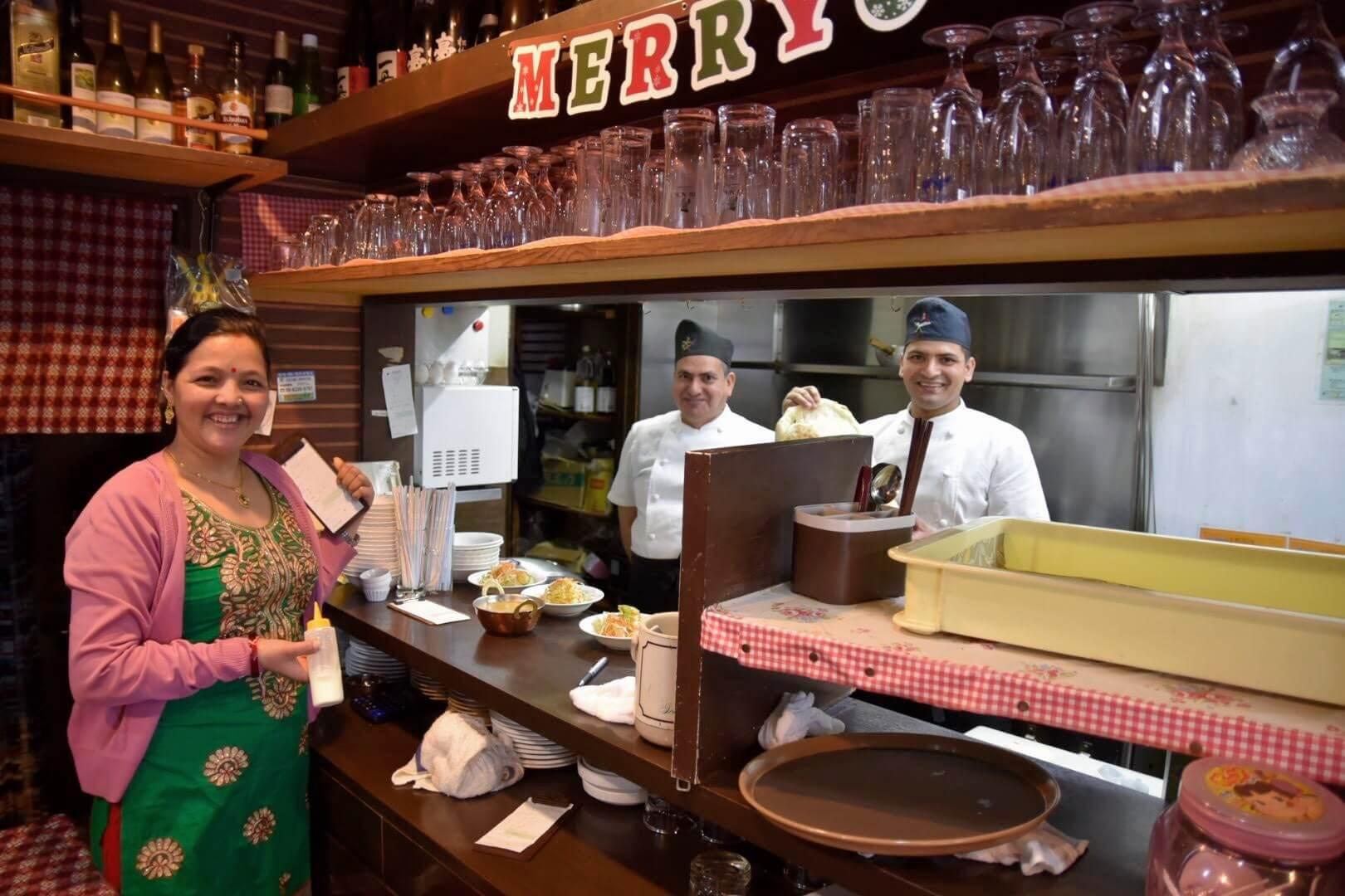 ディップ ラスナ 吹田店を切り盛りしているネパール人ご家族