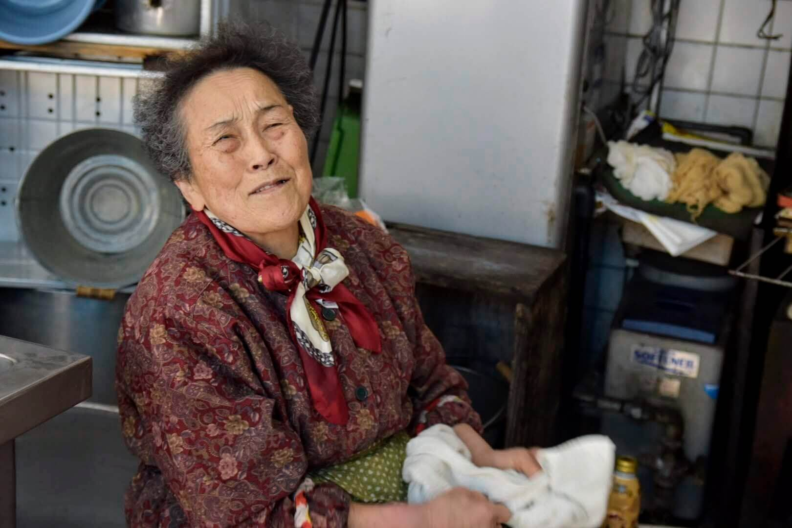 笑顔の「のとや」のおばあちゃん