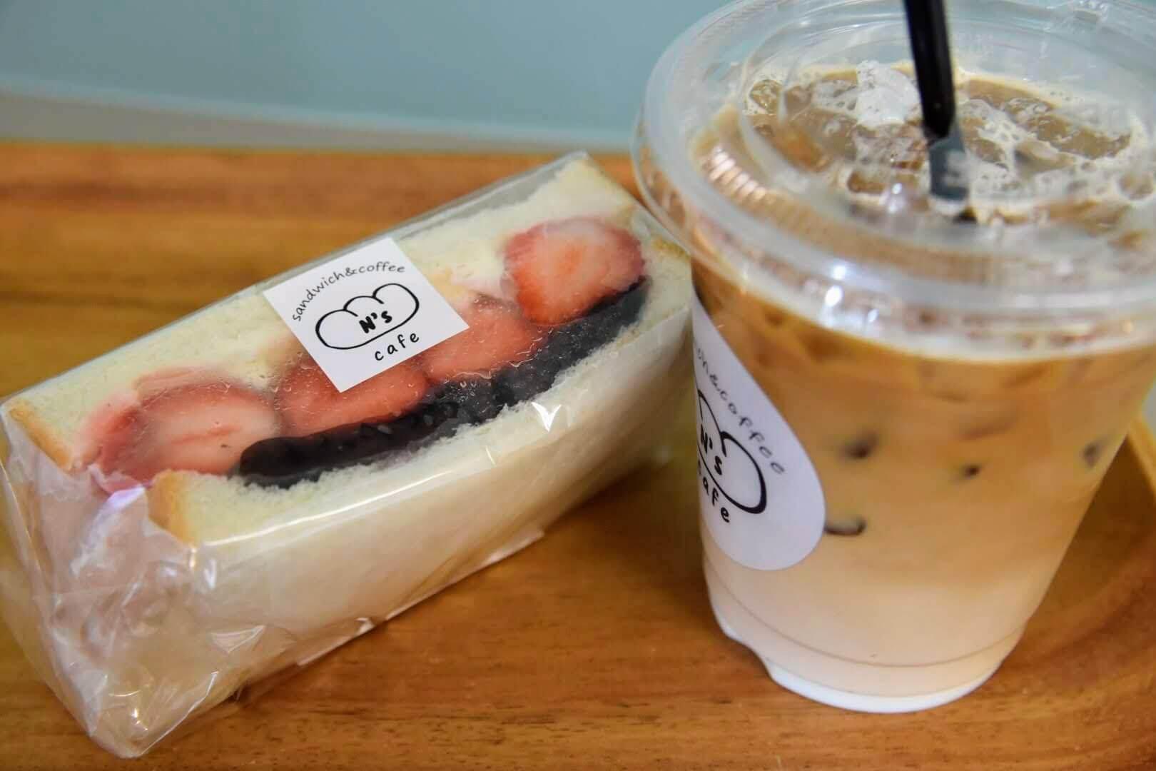 苺大福サンドとカフェオレ