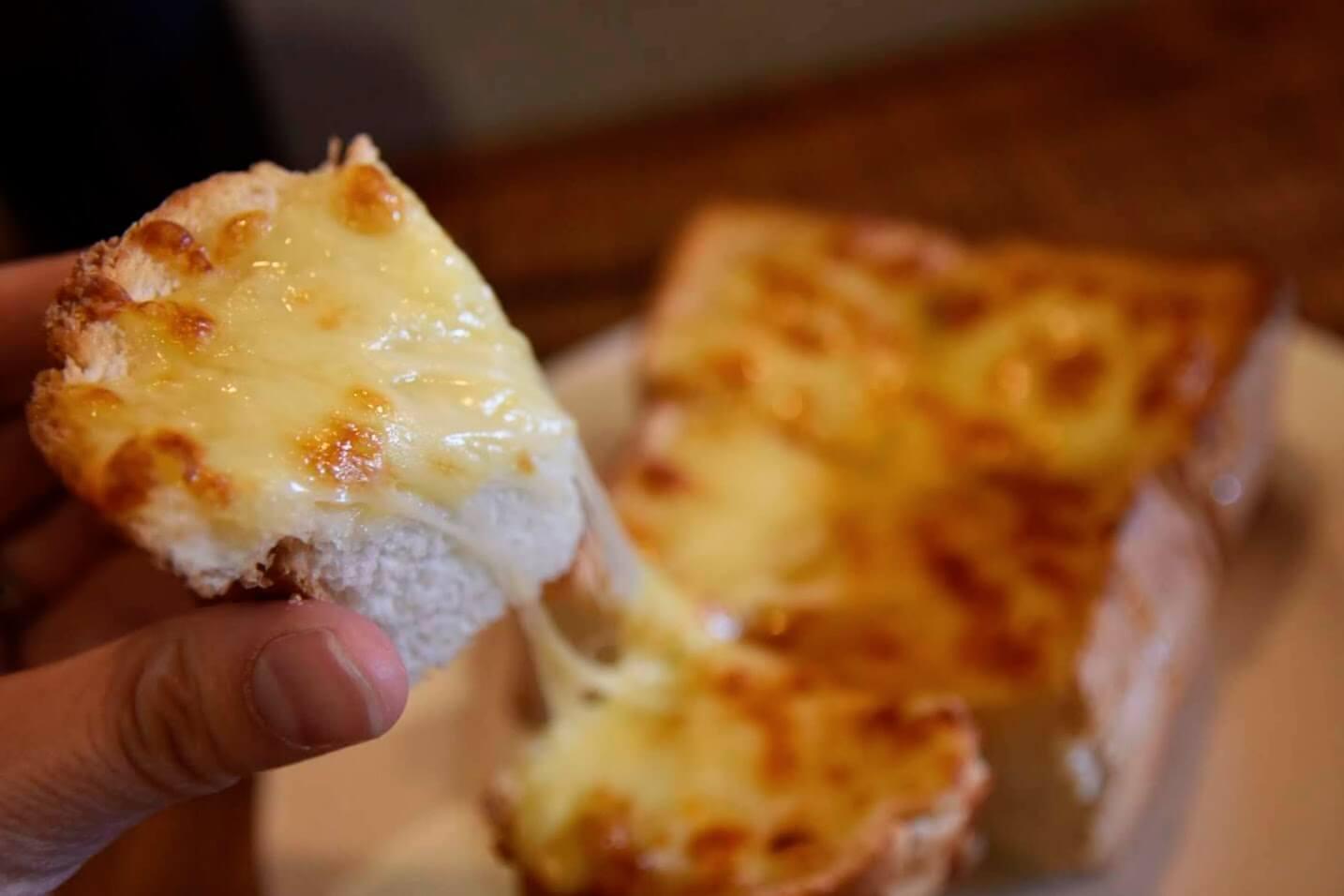 3~4cm程ある分厚いトースト