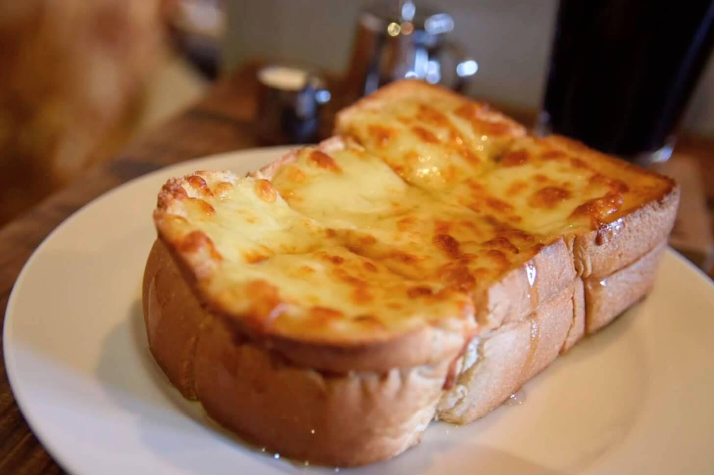 モーニングでも人気のハニーチーズトースト