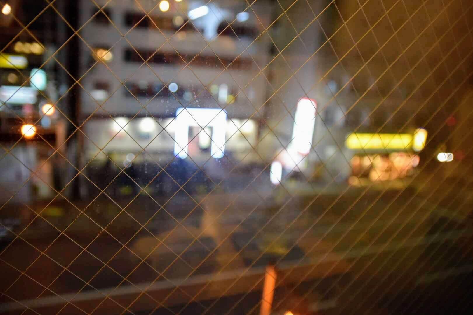 江坂の夜景が見下ろせる席