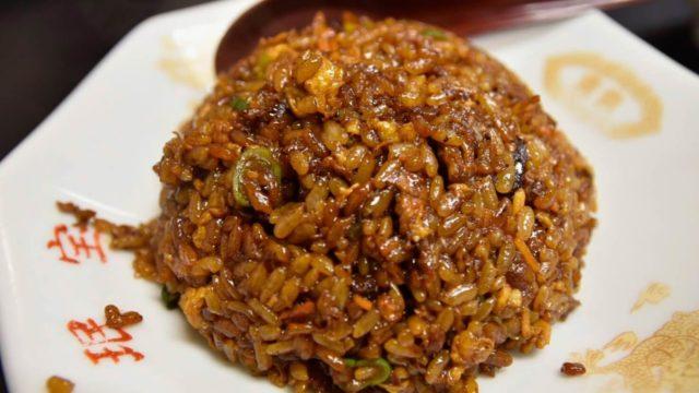 珉宝(ミンポウ)|にんにくの効いた餃子、魅惑の黒チャーハンは1度食べるとやみつきに