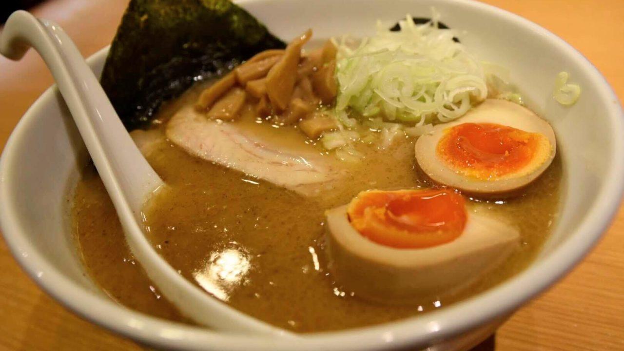 麺魂(mentama) ビジネスマンが足繁く通う魚介豚骨らーめん
