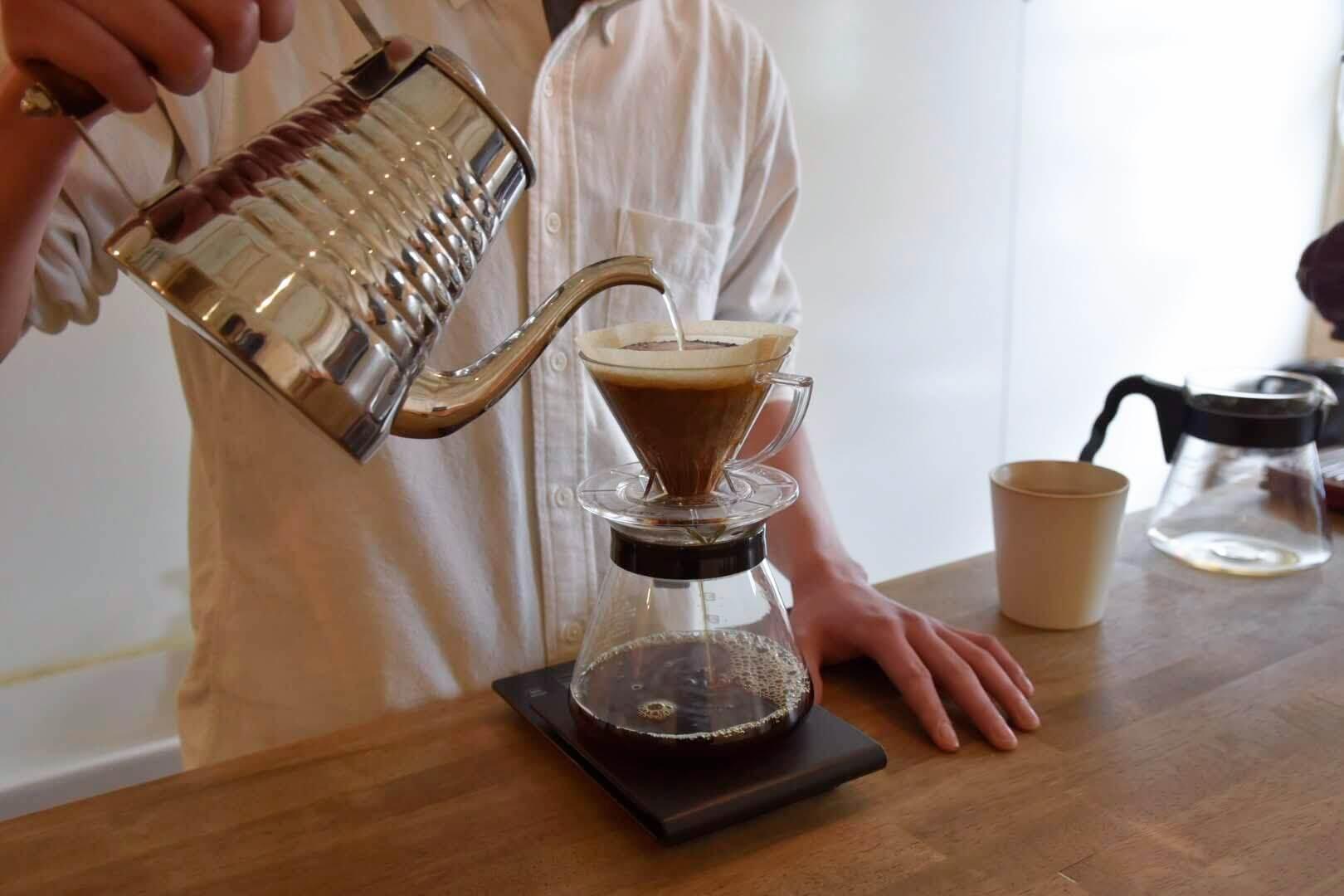 コーヒーをドリップしてるところ